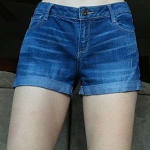 Mid-Rise Jean Short